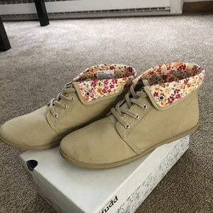 Woman's Mudd Shoes